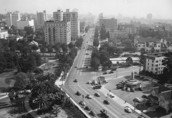 Near_Wilshire_Boulevard_and_Commonwealth_Avenue_in_1945