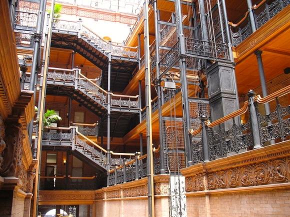 800px-Bradbury_Building,_interior,_ironwork