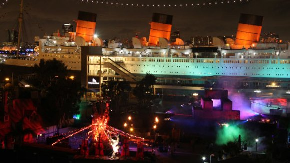 ht_queen_mary_dark_harbor_tk_121022_wmain