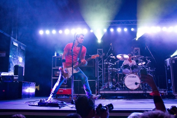 Pepper on stage at Shoreline Jam 2013 SM